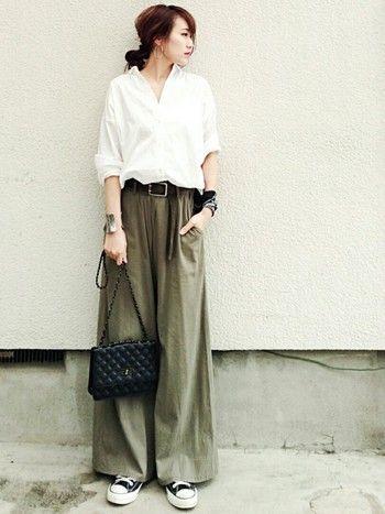 袴のような広がりあるワイドパンツも大注目。ドレッシーにも