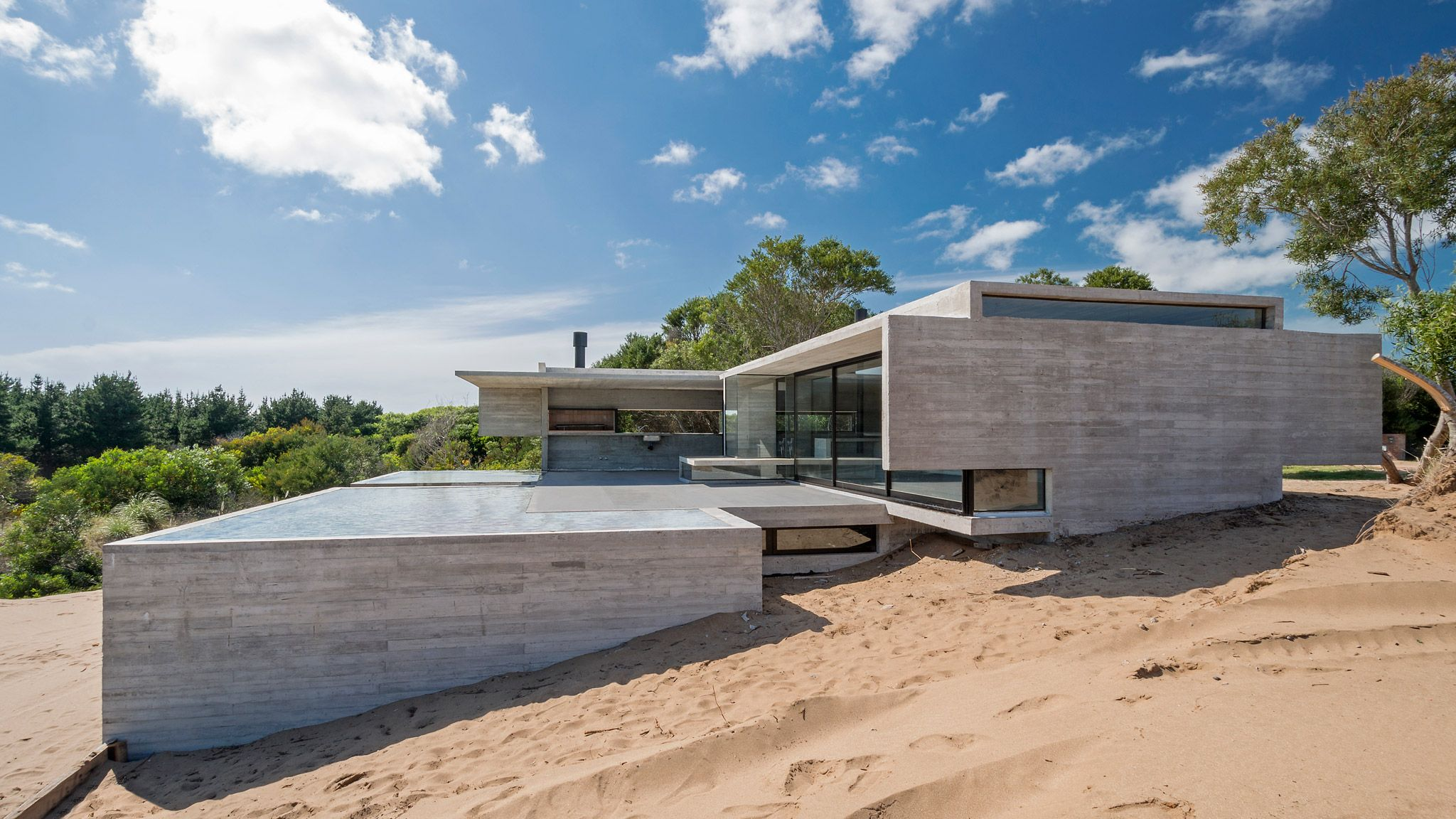 House In The Dune By Luciano Kruk Arquitectos A Concrete Box In Harmony With Nature The Strength Of Architecture From 1998 Architecture House Modern Architecture House Modern House Exterior