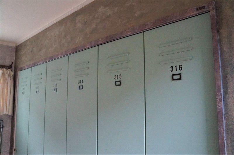 Diy クローゼット扉をペイントと装飾でロッカー風にリメイク ロッカー 玄関 ロッカー クローゼット