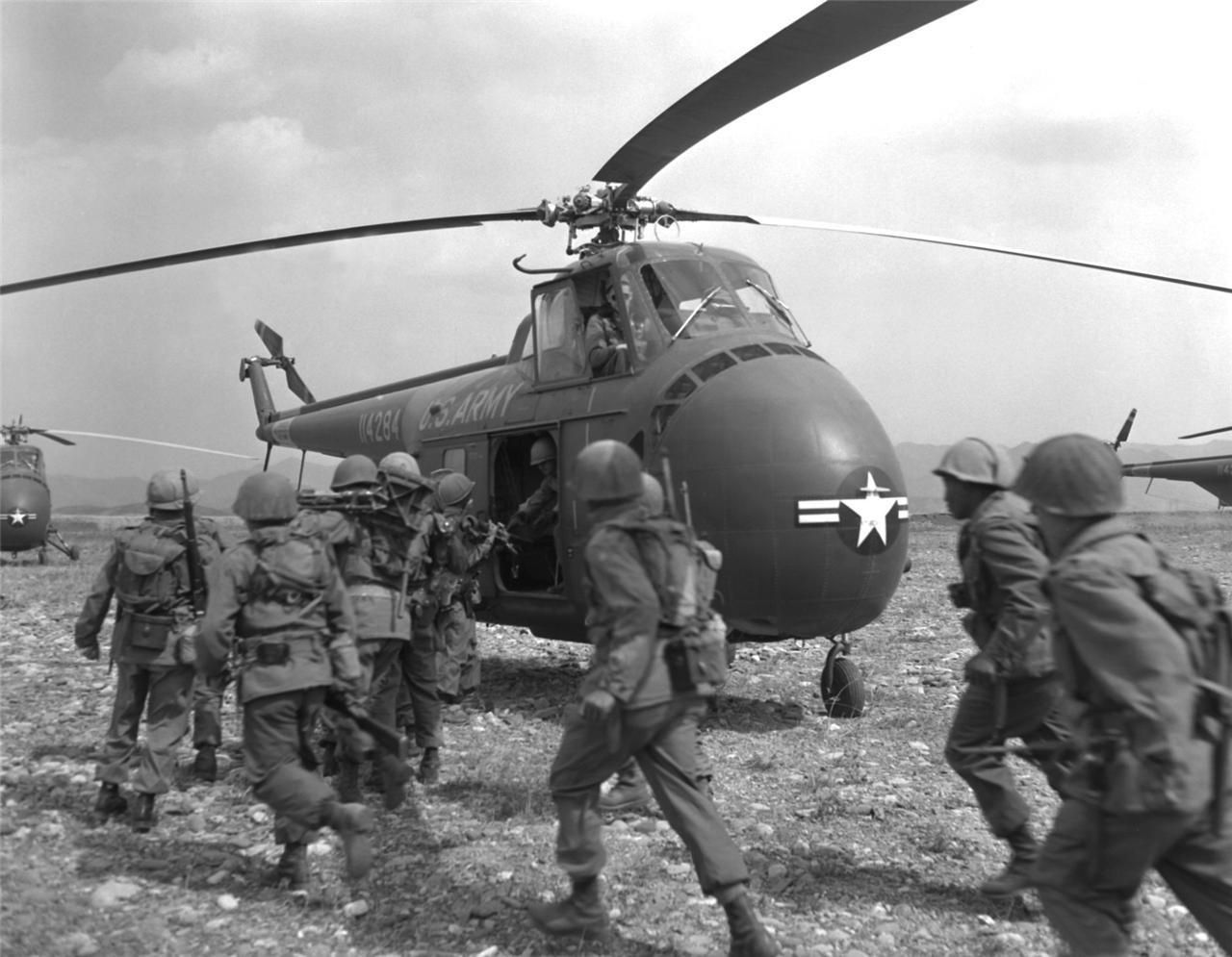 Korean War Soldiers Glossy Poster Picture Photo Army Chopper