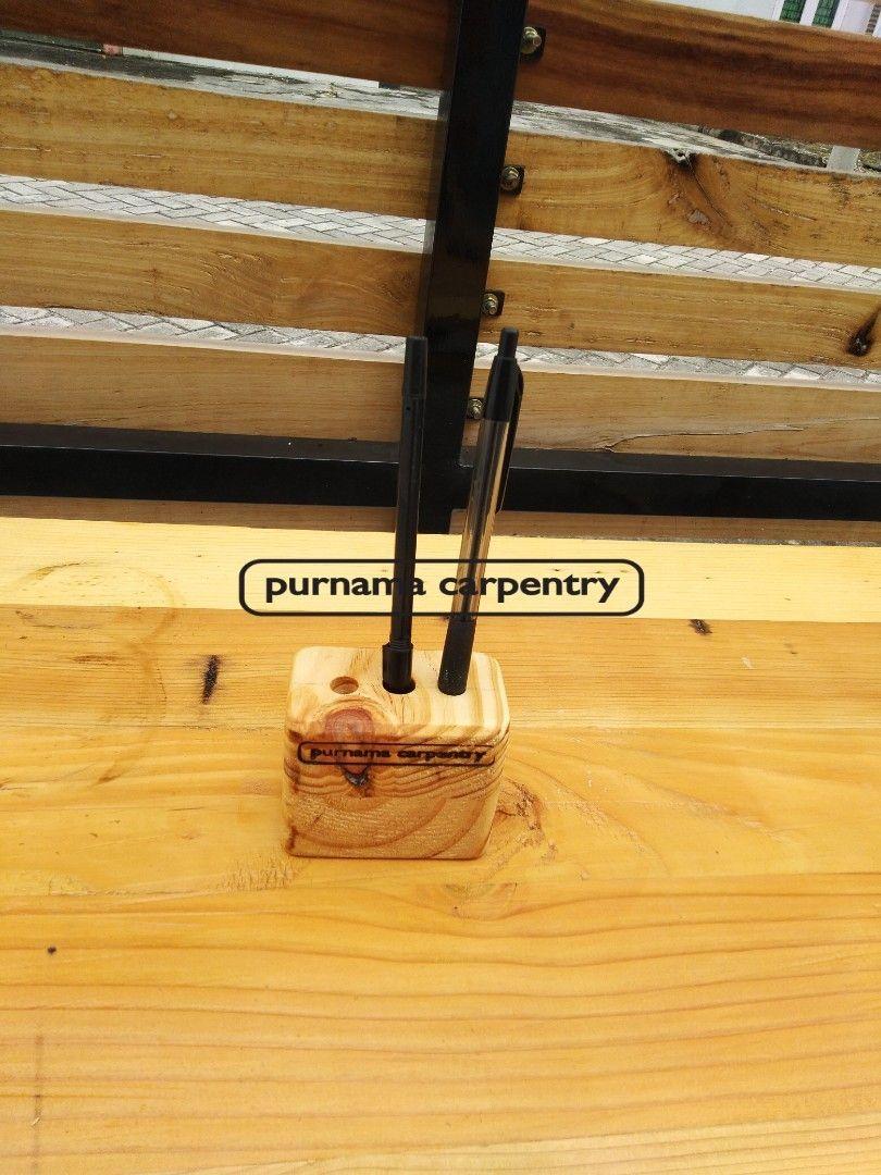 Tempat Pensil Jati Belanda Mini Material kayu : pinus Ukuran P x L x T (cm) : 8 x 4 x 6 Finishing : beeswax  #purnamacarpentry#tatakangelas #nampan #tatakankue #kursitamu #kursimakan #kursi #kursiteras #kursicafe #desainrumah #desaininterior #desainkamar #desaindapur #mejamakan #meja #mejarias #kitchensetpekanbaru #kitchenset #ranjang #rakdinding #rakkayu #hiasandinding #hiasanrumah #kotakkayu #jatibelandapekanbaru #mebelpekanbaru #furniturepekanbaru #pekanbaruwedding #dekorasi #lemari