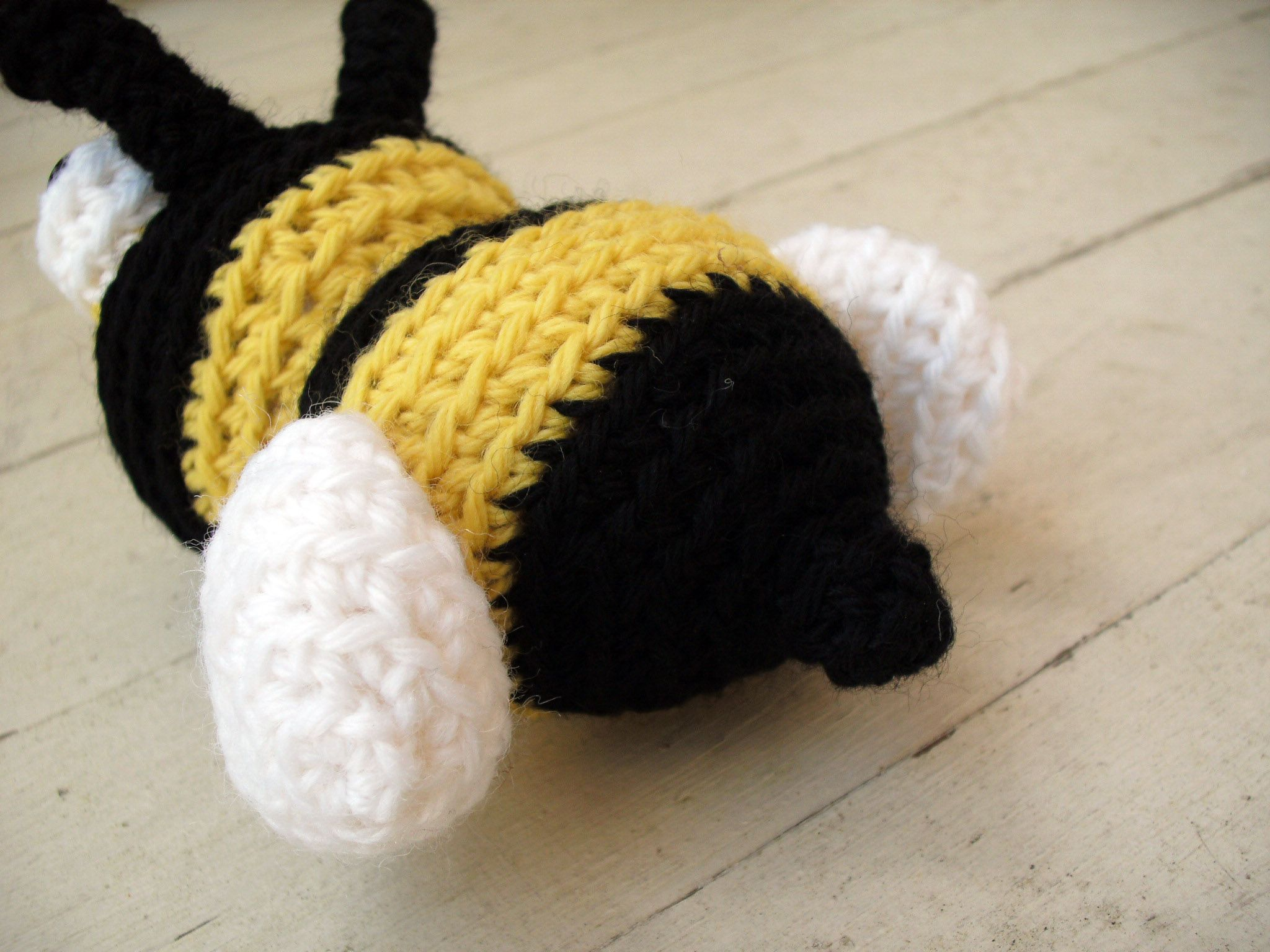free crochet bumble bee pattern amigurumi | Knitting crochet weaving ...