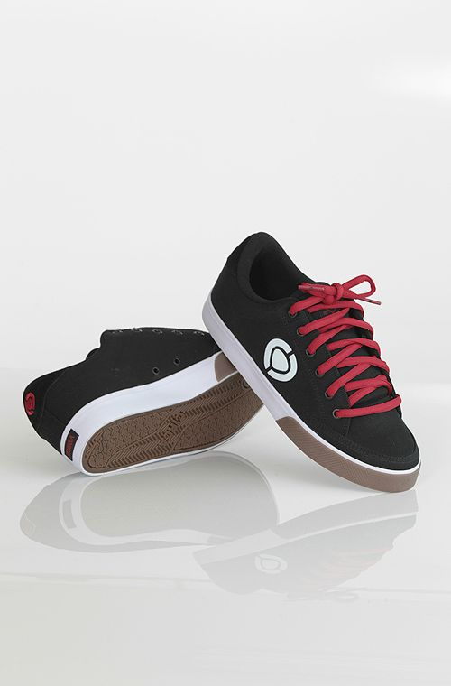 C1rca Lopez 50 kengät Black/Pom Red  69,90 € www.dropinmarket.com