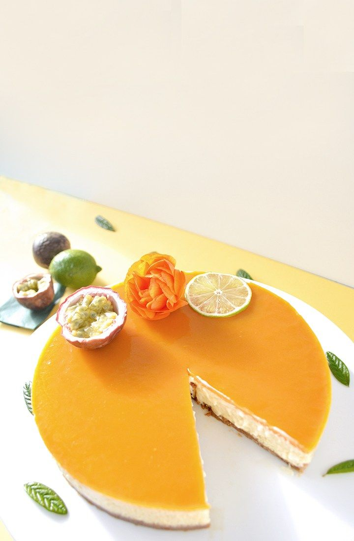 Easy, elegant and mouth-watering vanilla cheesecake with a vanilla cream and a passion fruit and lime jelly, made with agar-agar (gelatin-free).
