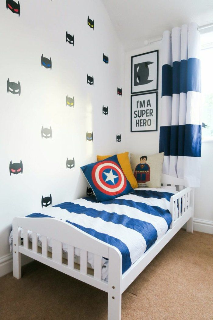 jungen kinderzimmer mit superhelden batman wanddeko wand streichen im zimmer f r jungen jungs. Black Bedroom Furniture Sets. Home Design Ideas