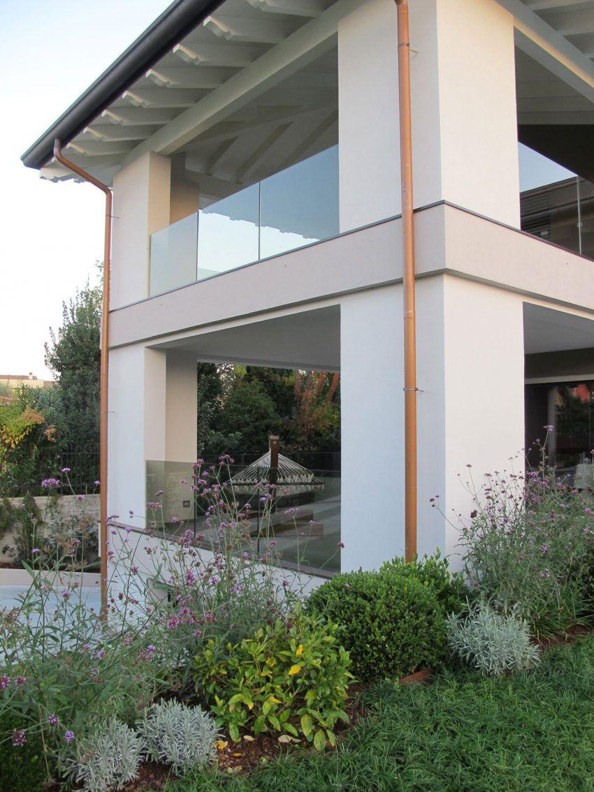 Architettura & Urbanistica Sigurtà Designs a Villa in