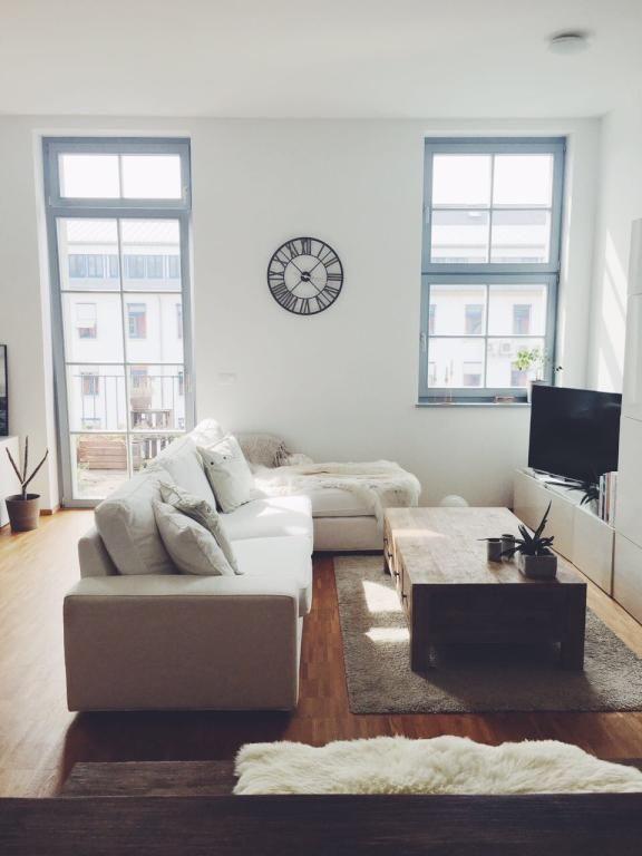 Gemütliches Wohnzimmer mit großem Eck-Sofa #sofa #wandgestaltung - gemütliches sofa wohnzimmer