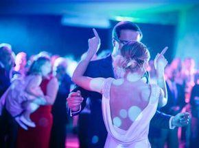 Musiques de mariage : les 50 chansons indispensables! | Musique mariage, Chansons mariage et ...