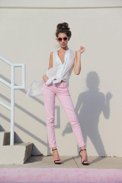 light pink skinnies + white flowy top
