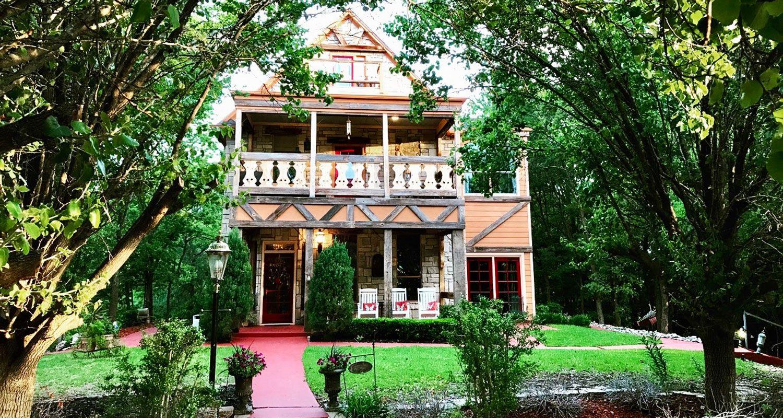 Elm Creek Manor Best bed and breakfast in Texas. Best
