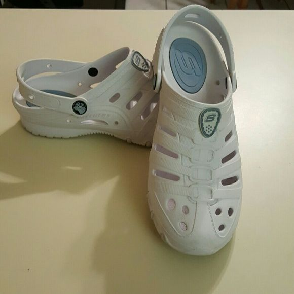 4 pairs of sketchers   Skechers shoes