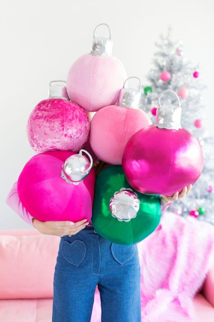 Dekokissen als Weihnachtskugeln in Rosa und Grün; Weihnachtsdeko - wohnzimmer grun rosa