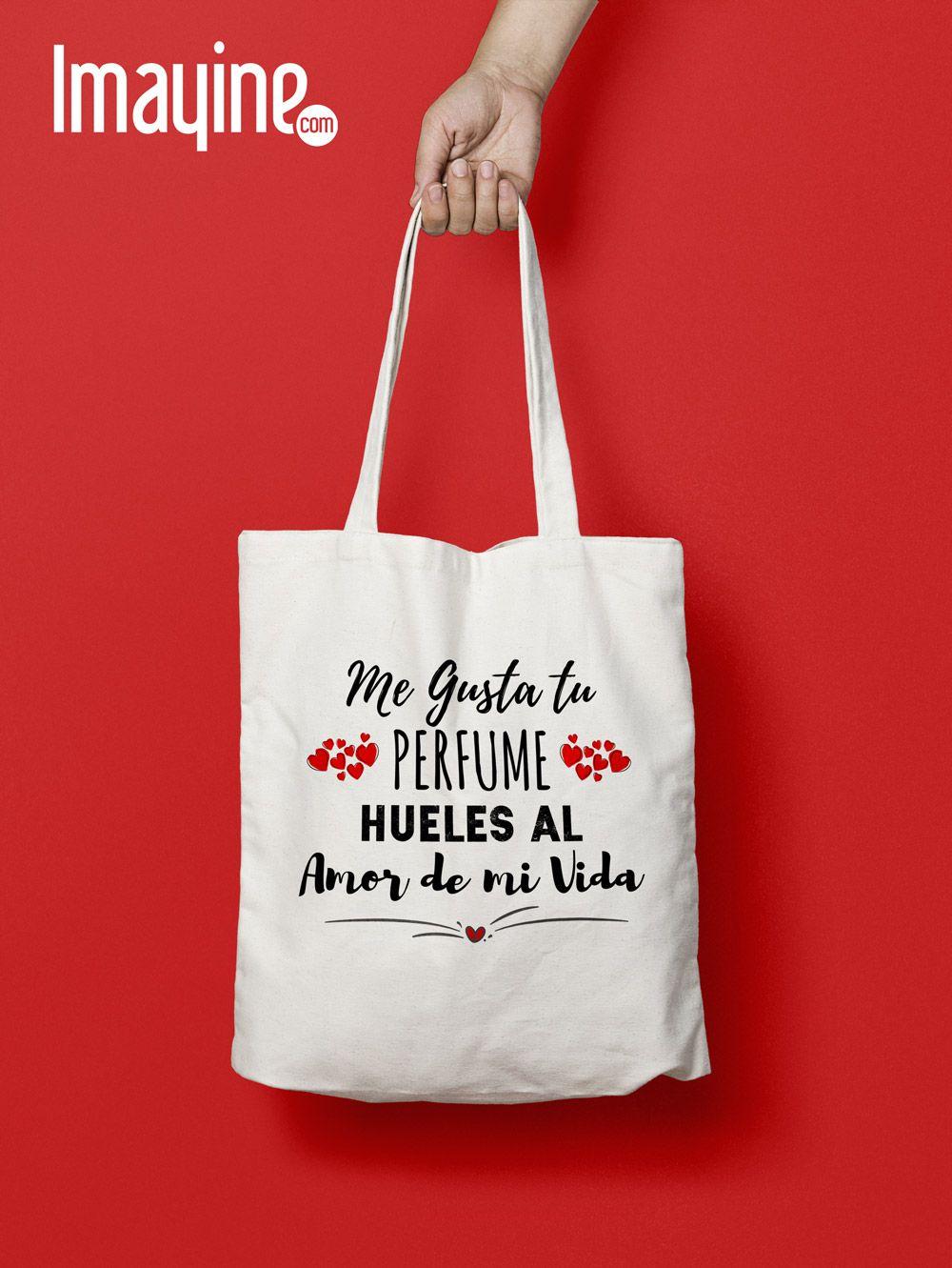 Hipter mujer con bolsa de tela ecológica | Foto Premium