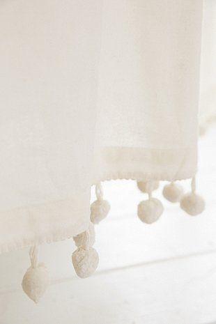 Duschvorhang In Weiß Mit Bommeln