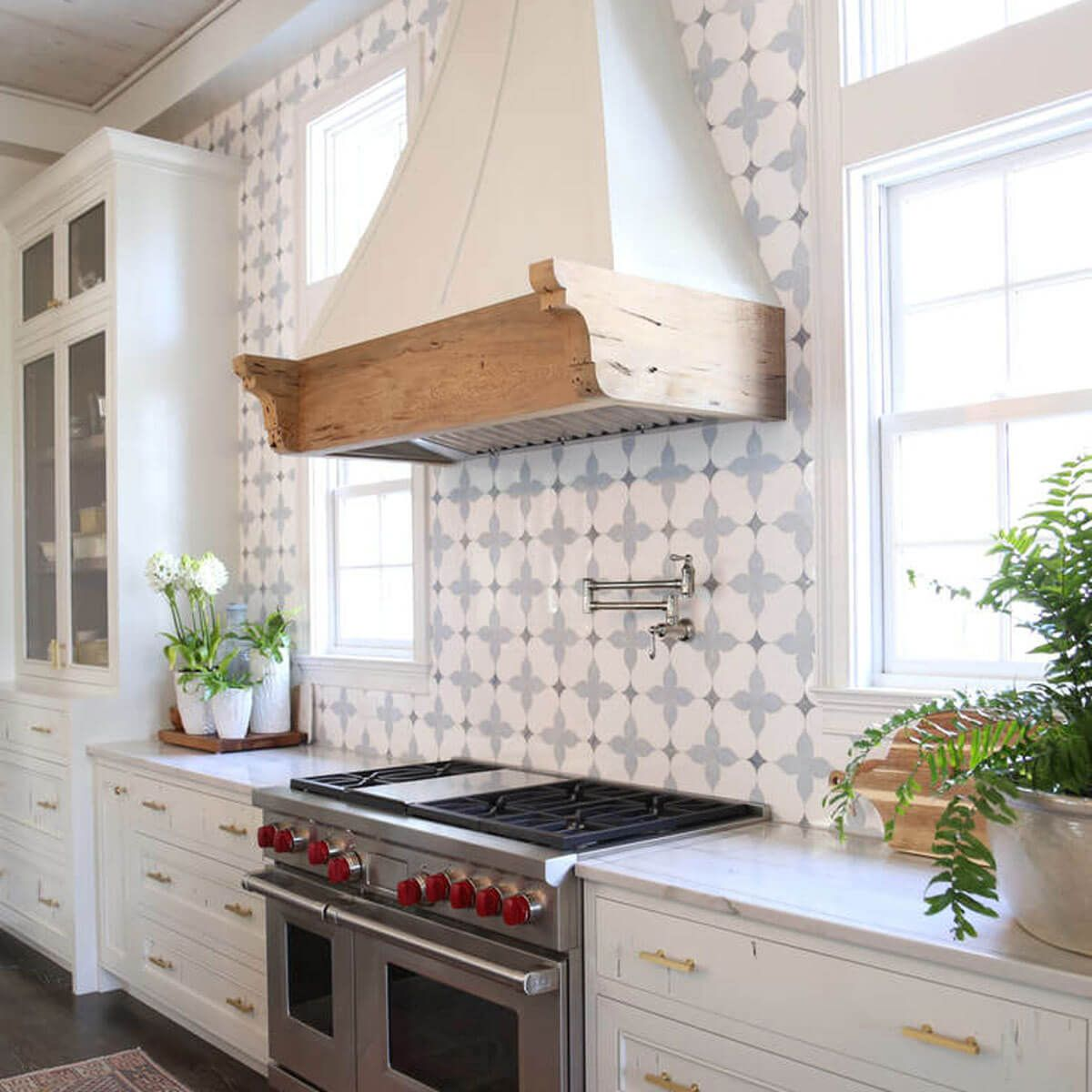 14 Showstopping Tile Backsplash Ideas To Suit Any Style ... - photo#2