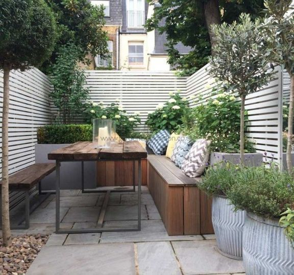Small courtyard garden with seating area design and layout 15 – Small courtyard gardens