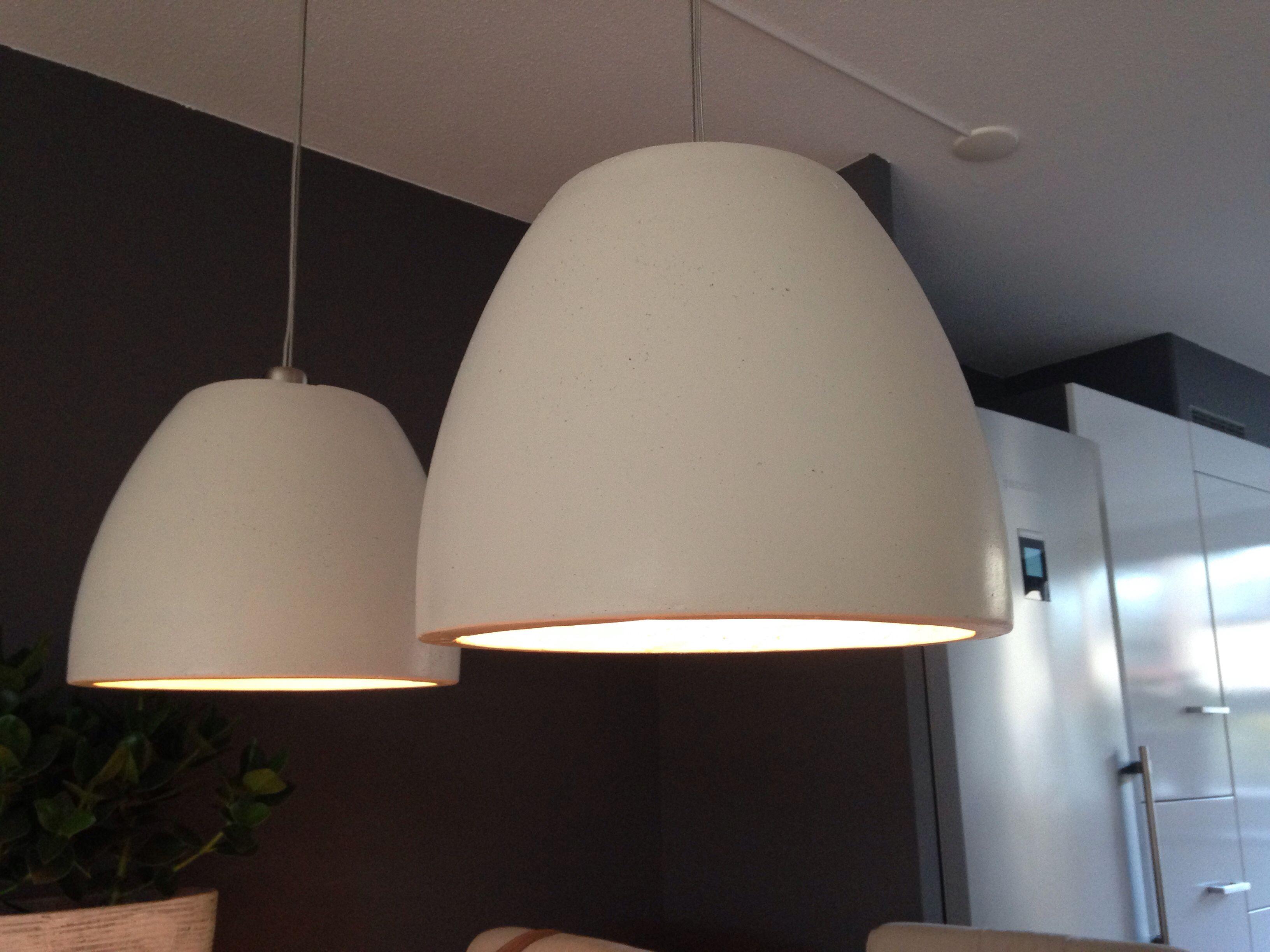 Eetkamer lampen vervaardigd van bloempotten, geverfd in een crème ...