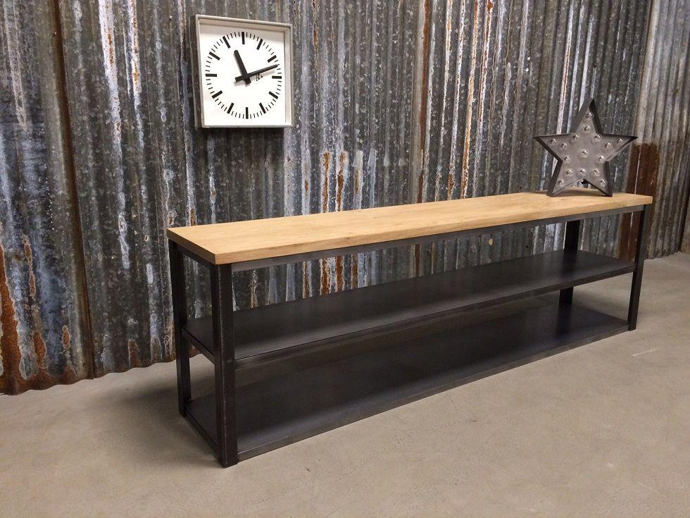 Industrieel design tv meubel met eiken bovenblad en stalen leggers
