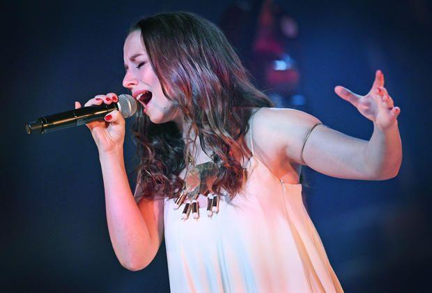 Sängerin Oonagh nimmt Zuhörer in der Oetkerhalle mit auf eine mystische  Reise +++ Eine 3b19a3104a