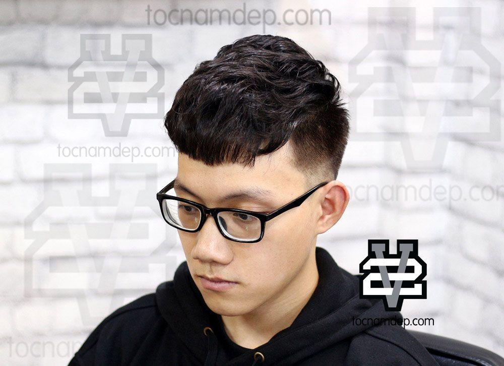 Một mái tóc Undercut uốn xoăn nhẹ nhàng giúp tạo một chút độ