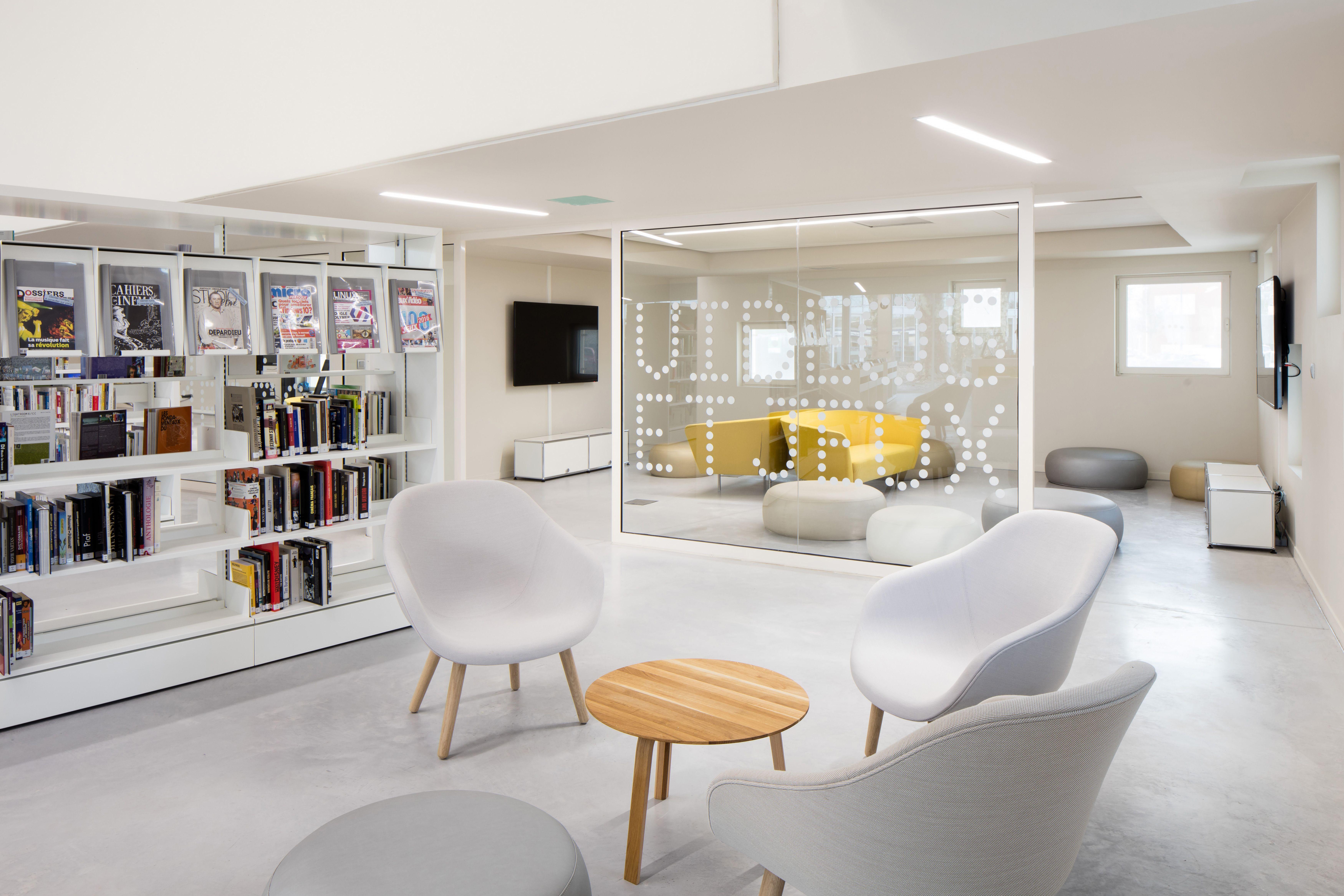 Idm Mediatheque Le Bouscat Mobilier De Confort Mediatheque Amenagement Bibliotheque Bibliotheque Design