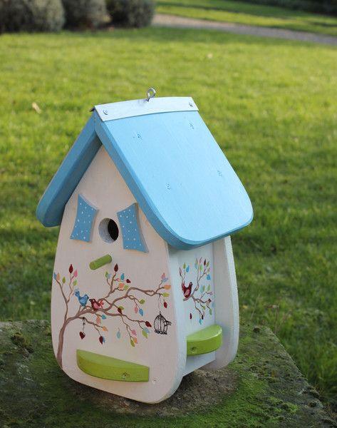 Nistkästen & Vogelhäuser - Vogelvilla / Nistkasten // mit Blumen bemalt!! - ein Designerstück von Patricias-Traumwelt bei DaWanda #patiodepapas