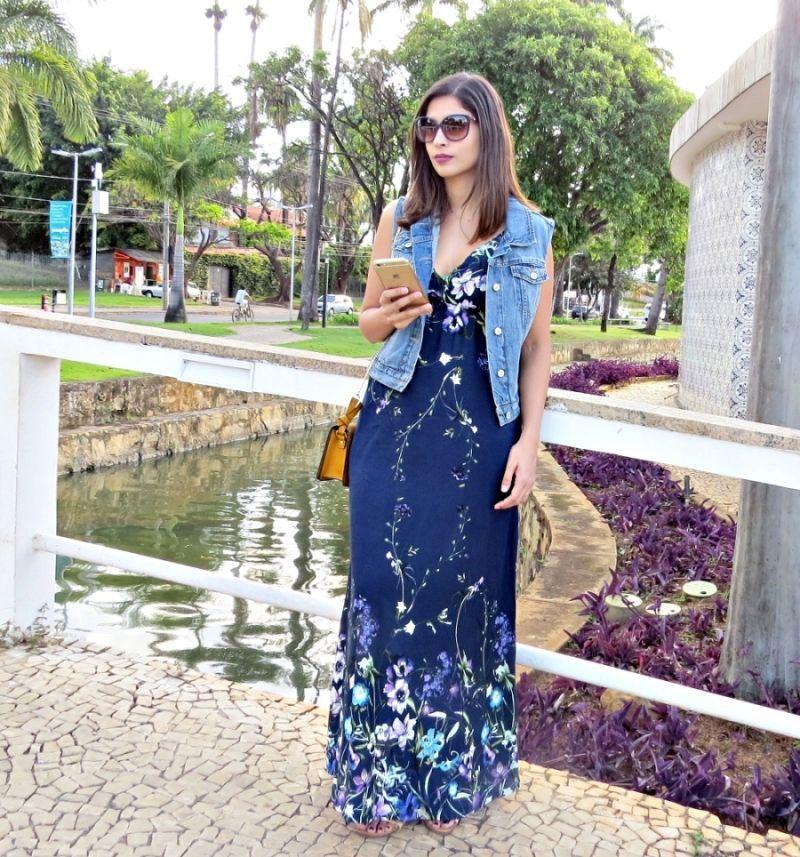cb8d2dd0ee como usar vestido longo no trabalho. vestido e colete. colete jeans.