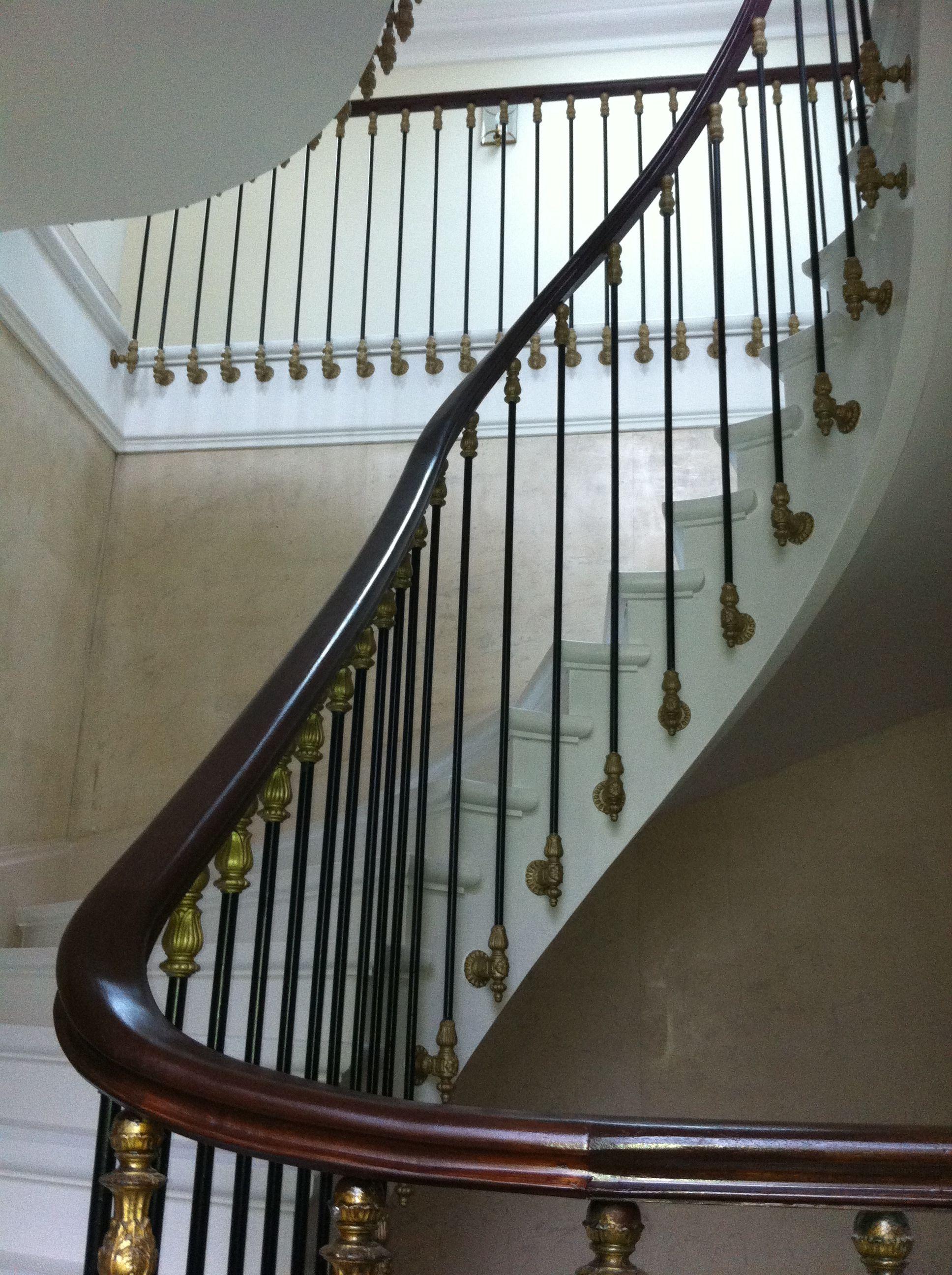 escalier de prestige avec main courante en bois et. Black Bedroom Furniture Sets. Home Design Ideas