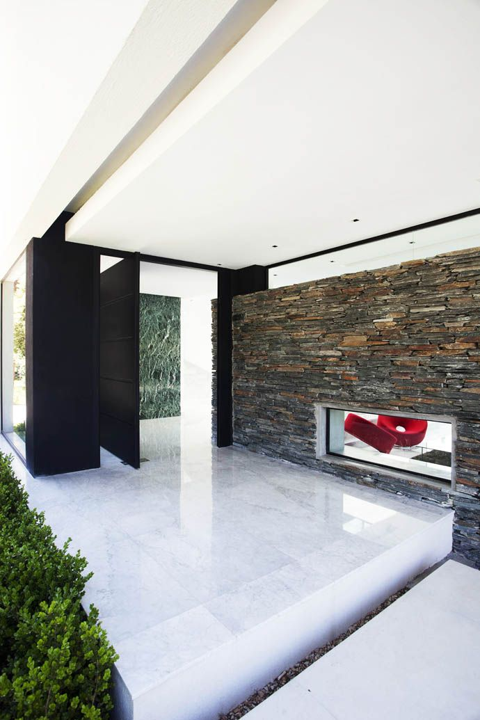 Carrara House  by Andres Remy Arquitectos   http://www.designrulz.com/design/2013/05/carrara-house-by-andres-remy-arquitectos/