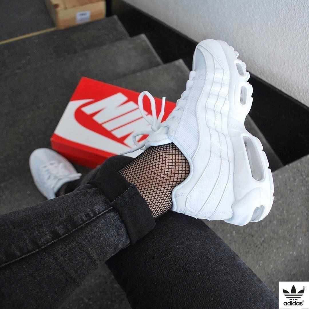 official photos b2d00 b68f5 Sneakers women - Nike Air Max 95 triple white (©katiamyrs)