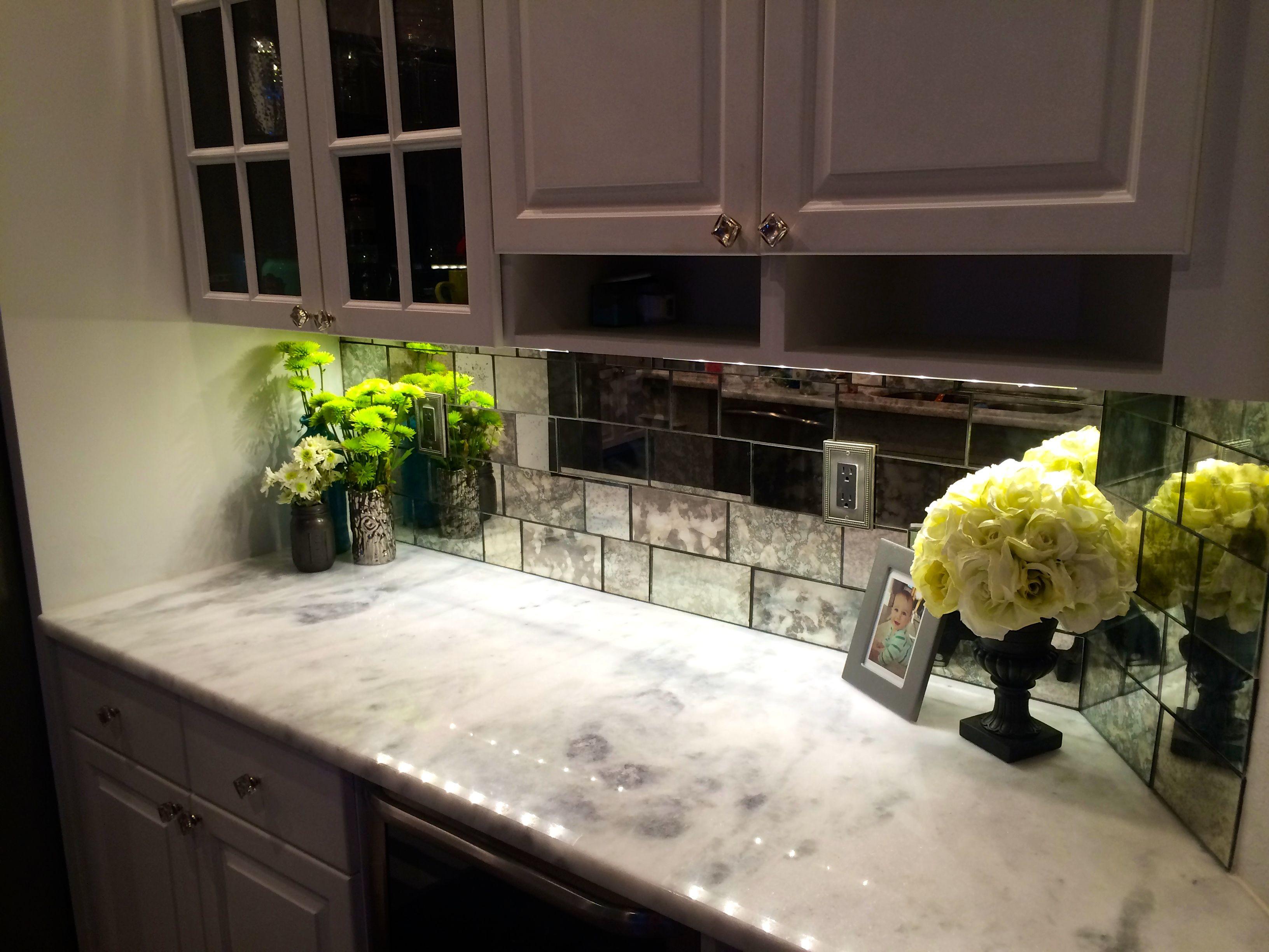 Dazzling Mirrored Tile Backsplash For Interior Decoration