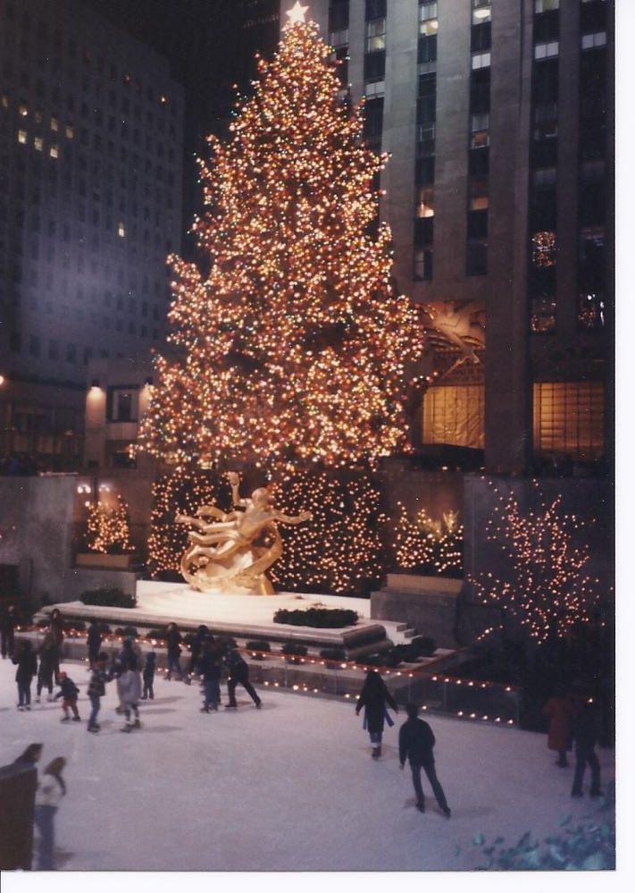 ROCKEFELLER CENTER 1987 nycchristmas #merrylittlechristmas #christmasbaby #whitechristmas #christmaslights #xmas #christmasdecorations #christmasdesign #christmaswonderland