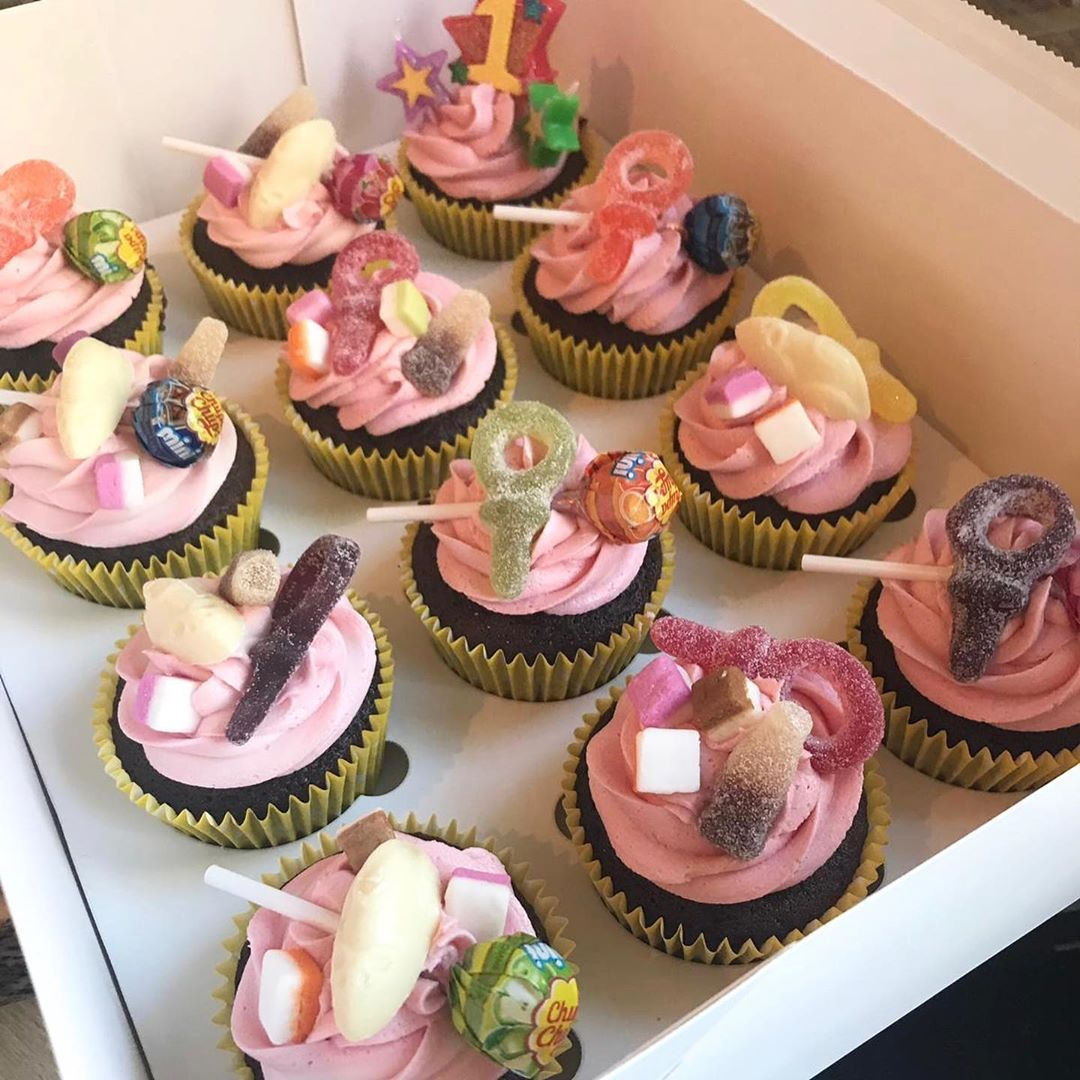 🧁 birthday cupcakes for a special girls 1st birthday 💖🧁 @jadalouise.xox