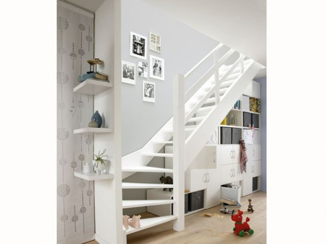 meuble de rangement sous escalier blanc id e salon. Black Bedroom Furniture Sets. Home Design Ideas
