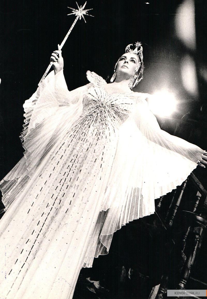 Elizabeth Taylor (The Blue Bird, 1976)