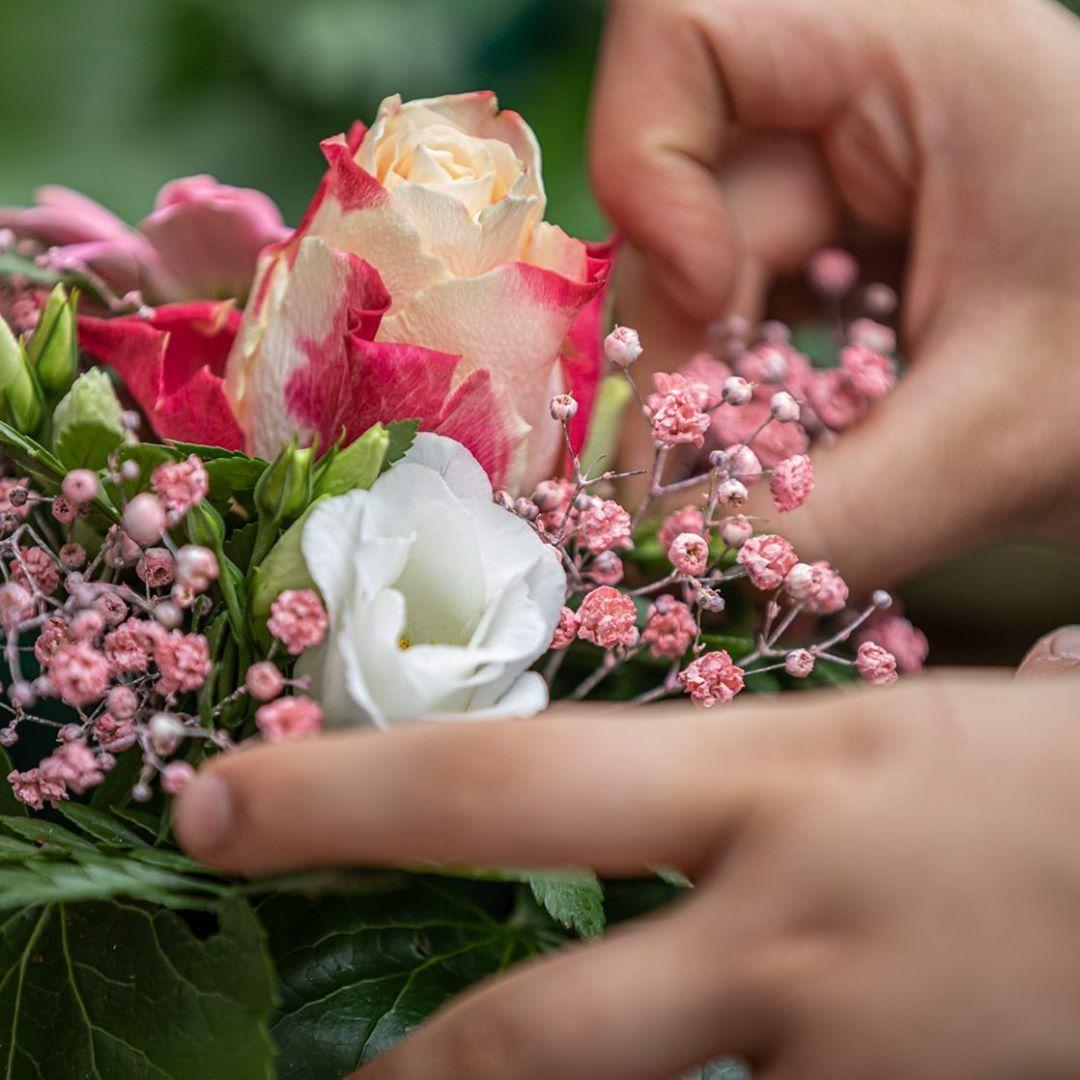 Ob Gestecke Oder Strausse Wir Beraten Euch Gerne Zu Jedem Anlass Dorffgartnerei Sehnde Ilten Pflanzenfreude Handwerk Floristik Farben Crown Jewelry