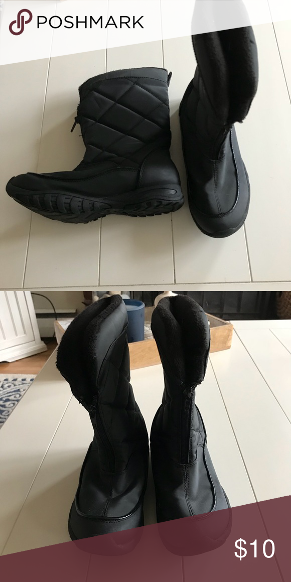 c5ea908fd63 Women s Champion Snow Boots Women s Champion Snow Boots •Black •Size 6 Only  worn a handful of times