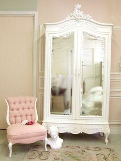 La sedio e la armadio e bello, va con la canbina.