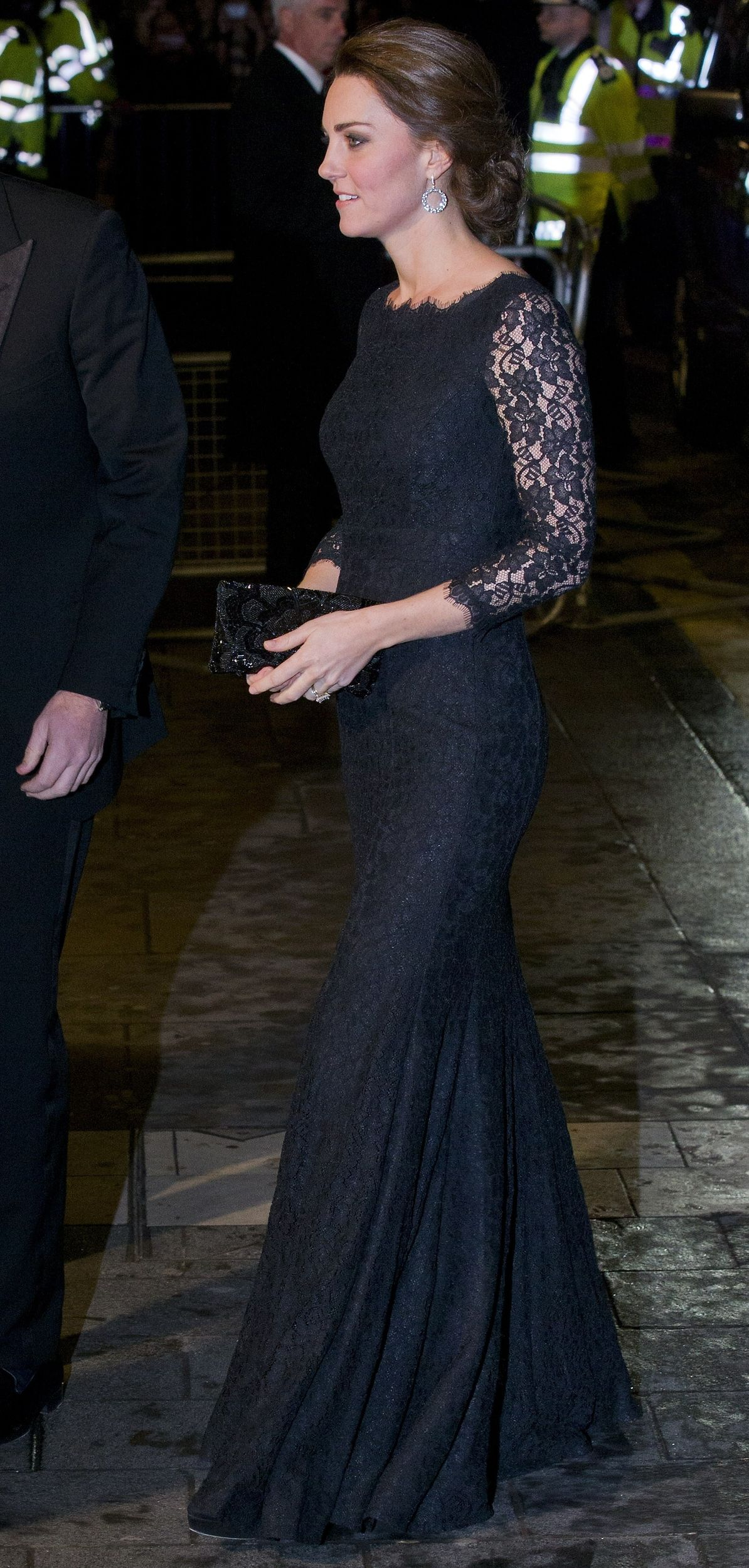 Lace dress for pregnant  Pregnant Kate is flawless in black lace Diane von Furstenberg gown