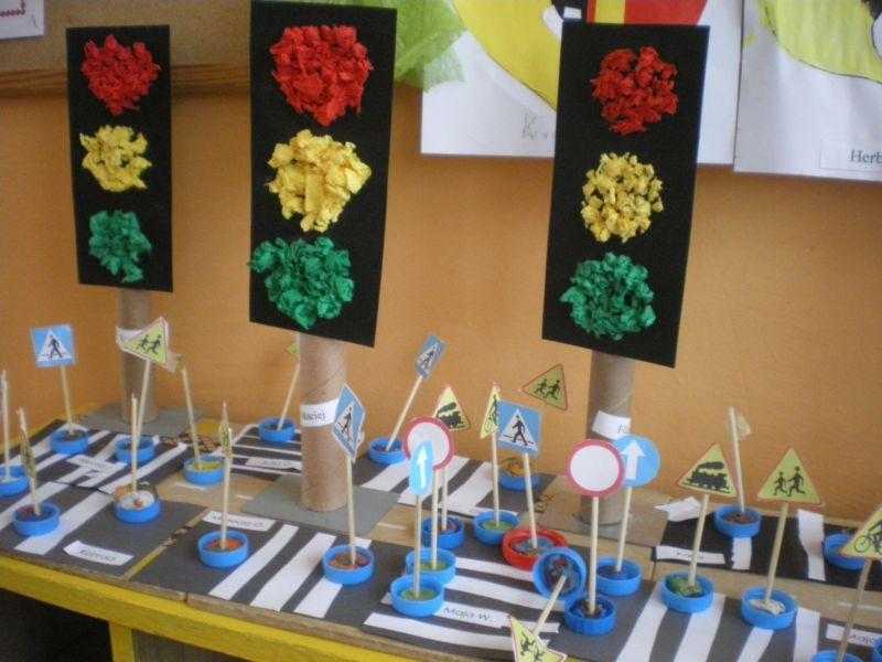 znaki drogowe praca plastyczna - Szukaj w Google | Crafts for kids,  Preschool activities, School art projects