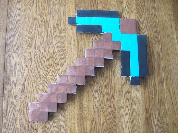 How To Make A Minecraft Diamond Pickaxe Minecraft Diamond Pickaxe Diy Minecraft Minecraft