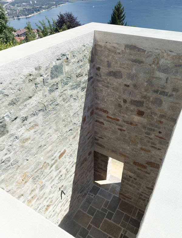 Cube Shaped Home Hidden In The City Stone Architecture Architecture Architect