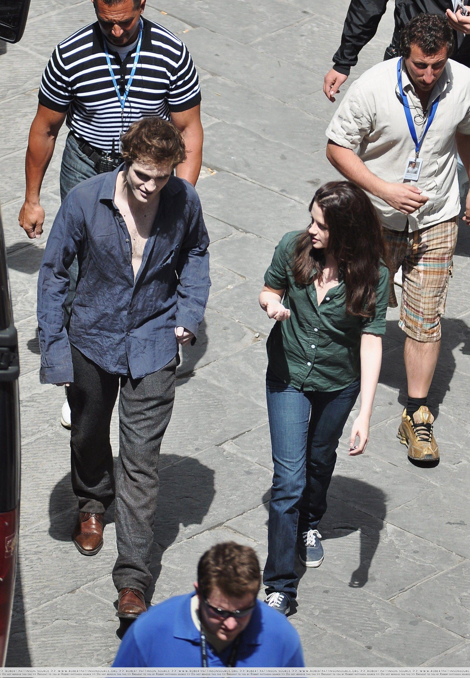 Pin By Schlager G On Rob Pattinson Kristen Stewart Making Movies Twilight New Moon Twilight Series Movies Twilight Saga