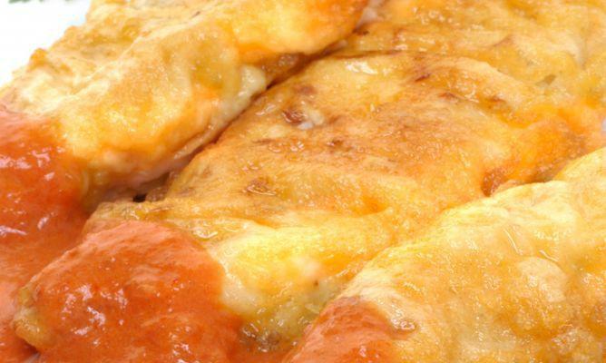 Filetes De Merluza Rebozados Con Tomate Receta Como Rebozar Pescado Filetes De Merluza Pescado