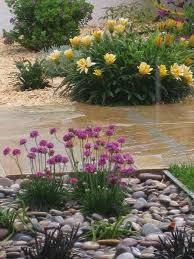 resultado de imagen para paisajismo jardineras con piedras