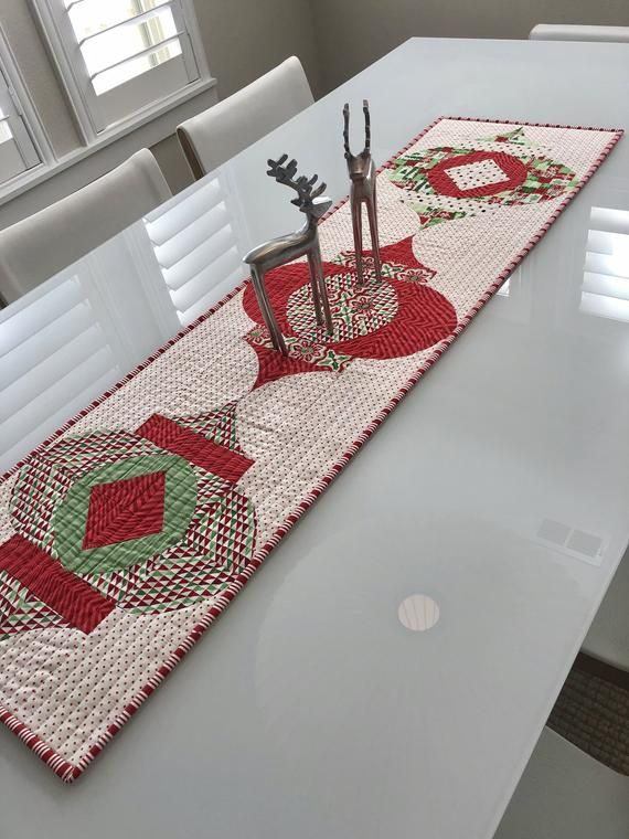 Modern One Of A Kind Table Runner In Beautiful Holiday Colors Of Red And Green This Stunni Handmade Runner Modern Table Runners Quilted Christmas Table Runner