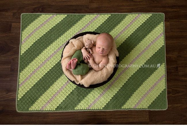 C2c crocheted blanket newborn photography prop
