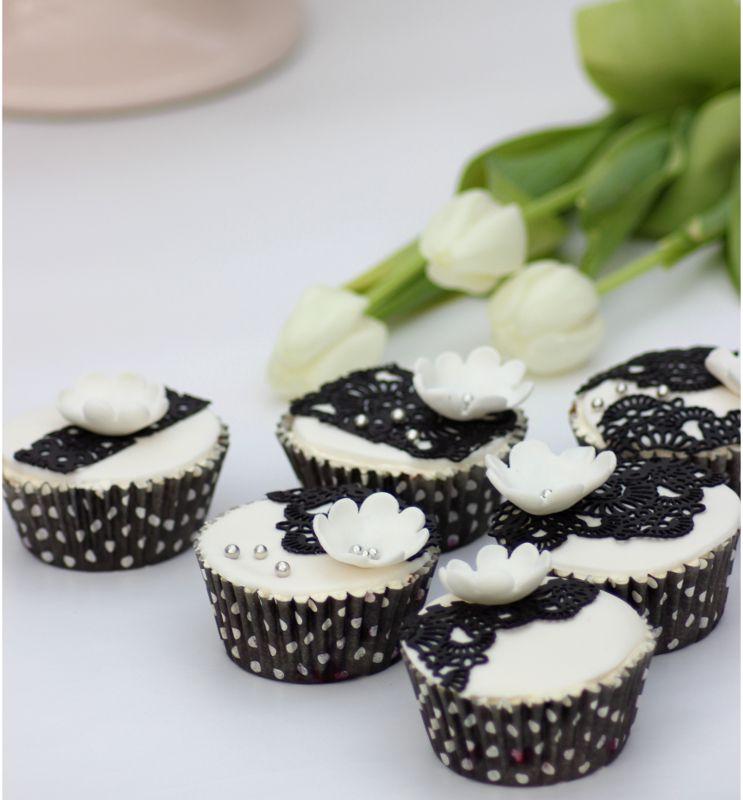 Muffinssien koristelu kakkupitsillä