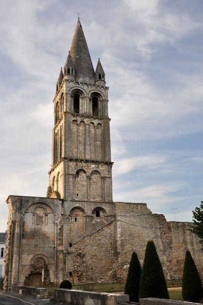 Indre Abbaye Notre Dame De Deols Vestige Du Dernier Clocher De La Facade Occidentale Abbaye Cathedrale La Chaise Dieu