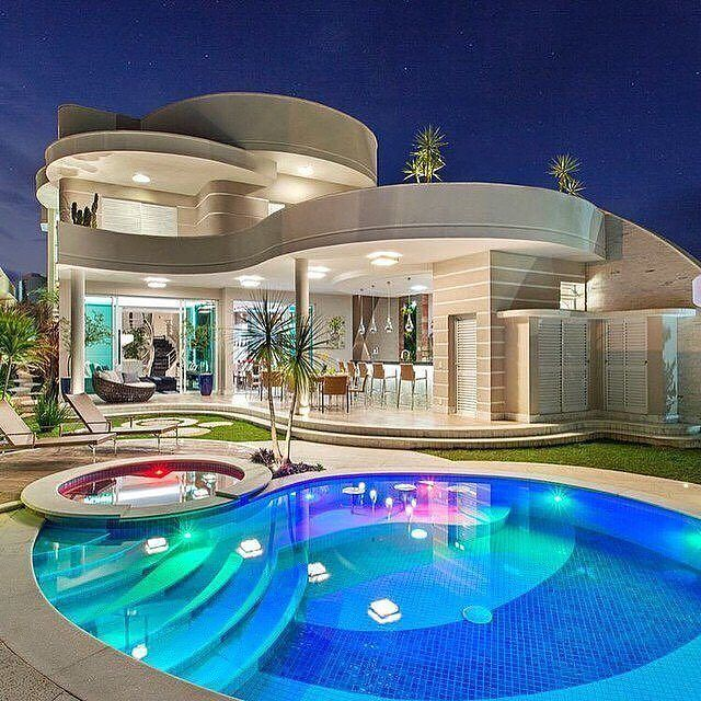 Modern Luxurious Villa Follow Luxury Kingpin For More Unknown Big Beautiful Houses Mansions Luxury Beautiful Modern Homes